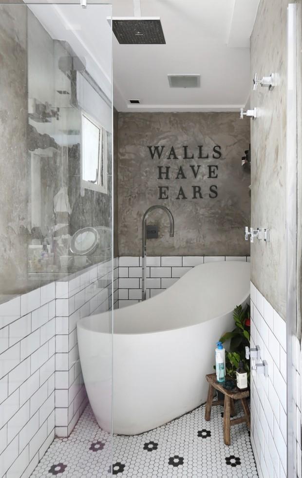 Banheiro vintage 9 ideias para arrasar na decoração  Casa Vogue  Ambientes -> Decoracao De Banheiro Pequeno Cinza