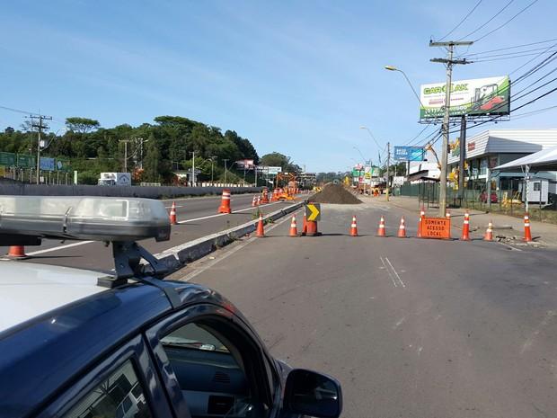 Bloqueio ocorre no sentido interior-capital em São Leopoldo (Foto: Divulgação/PRF)