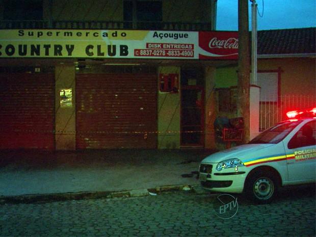 Funcionária de supermercado morre baleada durante assalto em Poços de Caldas (Foto: Reprodução EPTV)