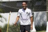 Ricardo Oliveira dá aval a empresário e fica perto de renovar com o Santos
