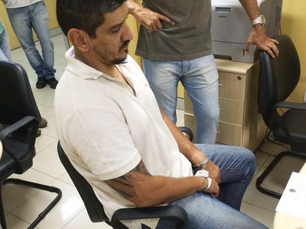 Tibério foi preso em Cabrobó e em seguida foi levado para a Delegacia de Salgueiro (Foto: PF/Divulgação)