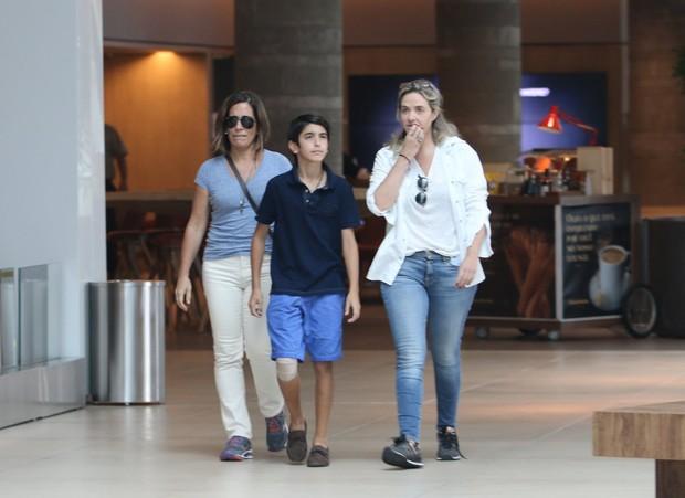 Glória Pires com o filho e Pinny Montoro (Foto: Fabio Moreno / AgNews)
