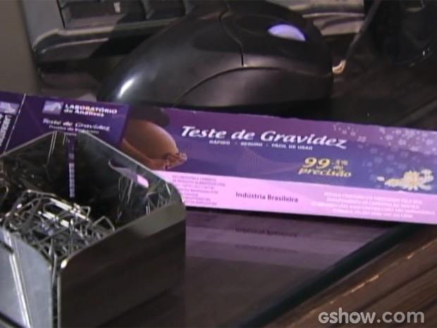 Gui viu a caixa do teste de gravidez e contou para o pai (Foto: Malhação/ TV Globo)