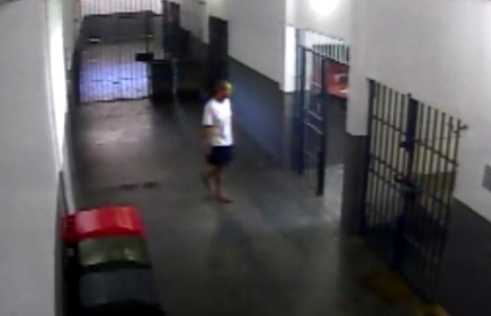 Imagens mostram facilidades de presos em Bangu 8 (Foto: Reprodução/TV Globo)