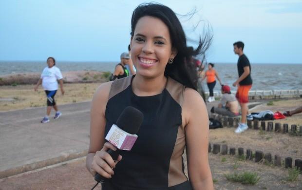 Jornalista Narah Rodrigues cobre as férias do apresentador Salgado Neto (Foto: Jorge Abreu/Rede Amazônica)