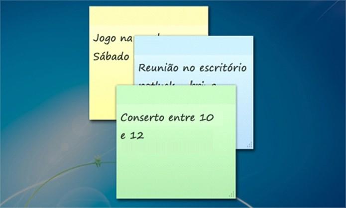 Notas autoadesivas penduradas na área de trabalho (Foto: Divulgação/Microsoft)