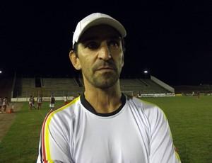 Fábio Giuntini, técnico do Globo FC (Foto: Tiago Menezes)
