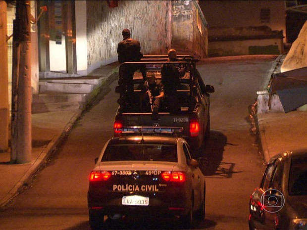 Tiroteio deixa moradores apreensivos no Complexo do Alemão (Foto: Reprodução GloboNews)