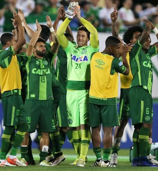 campeões (REUTERS/Paulo Whitaker)