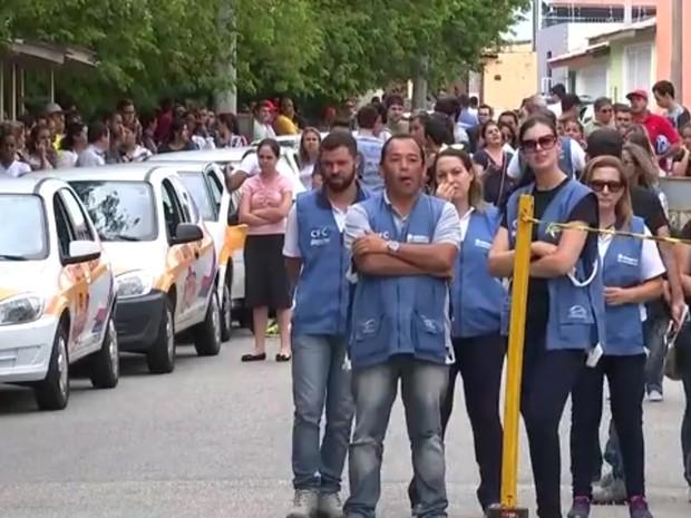 Examinadores cruzaram os braços durante o teste em Sorocaba (Foto: Reprodução/TV TEM)