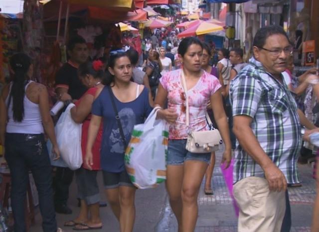 Comércio do Centro de Manaus enfrenta crise com a cheia do Rio Negro (Foto: Reprodução/TV Amazonas)