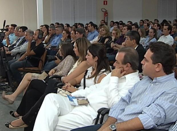 Público de mais de 500 pessoas lotou Centro de Convenções da Acirp (Foto: Reprodução / TV Tem)