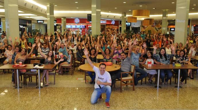 Centenas de telespectadores acompanharam a final do The Voice Kids em Uberlândia (Foto: Luciana Santos)