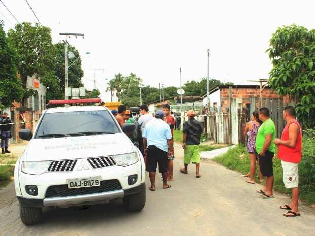 José de Sousa Filho, 23, foi assassinado a poucos metros da própria residência (Foto: Diego Toledano/ G1 AM)