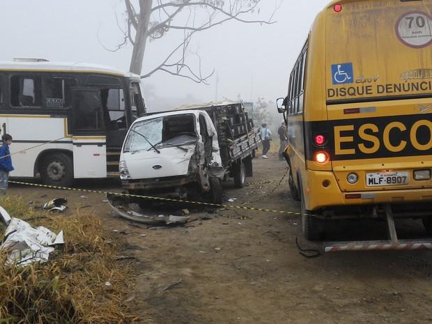 Acidente na SC-413 aconteceu por volta das 6h40 desta segunda (10) (Foto: Jeferson Acevedo/RBS TV)