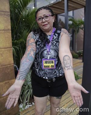 Josefa coleciona tattos pelo corpo e é apelidada de 'mainha dos tatuadores' (Foto: Domingão do Faustão/ TV Globo)