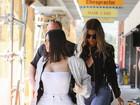 Look do dia: Kim Kardashian aposta no branco e cinturinha é destaque