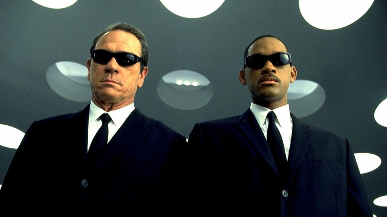 Poucos ficaram melhor nesse visual do que Will Smith e Tommy Lee Jones (Foto: Reprodução/YouTube)
