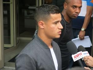 Philippe Coutinho chega seleção brasileira EUA (Foto: Márcio Iannacca/GloboEsporte.com)