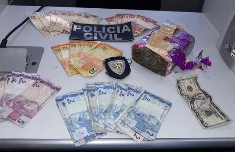 Dinheiro e droga foram apreendidos durante Operação Santa Semana. (Foto: Divulgação / Polícia Civil)