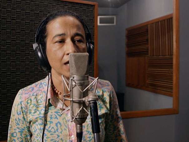 A funcionária pública Eronice Pontes sonha ser cantora. Será que ela vai correr atrás do sonho? (Foto: Globo)