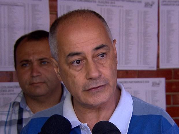 Candidato à Presidência, Zé Maria (PSTU) vota em Belo Horizonte (Foto: Reprodução / TV Globo)