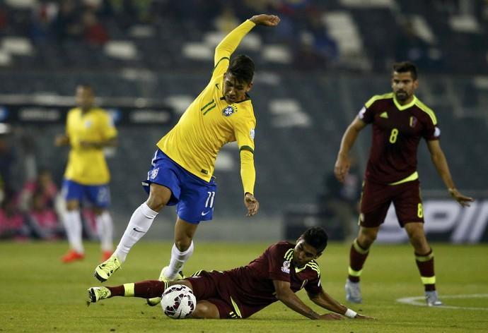 Roberto Firmino Brasil x Venezuela (Foto: Reuters)