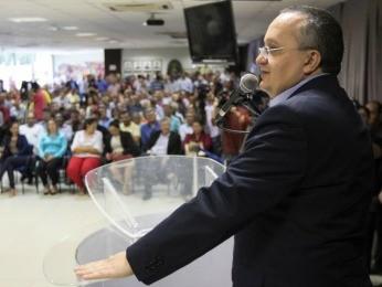 Governador Pedro Taques (PSDB) disse que devolução de dinheiro é inédita (Foto: Junior Silgueiro/GComMT)