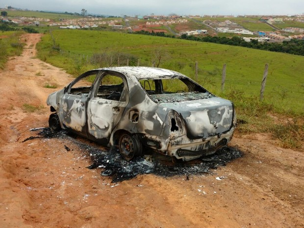 Corpo é encontrado carbonizado dentro de veículo em São Sebastião do Paraíso (Foto: Reprodução / Redes Sociais)