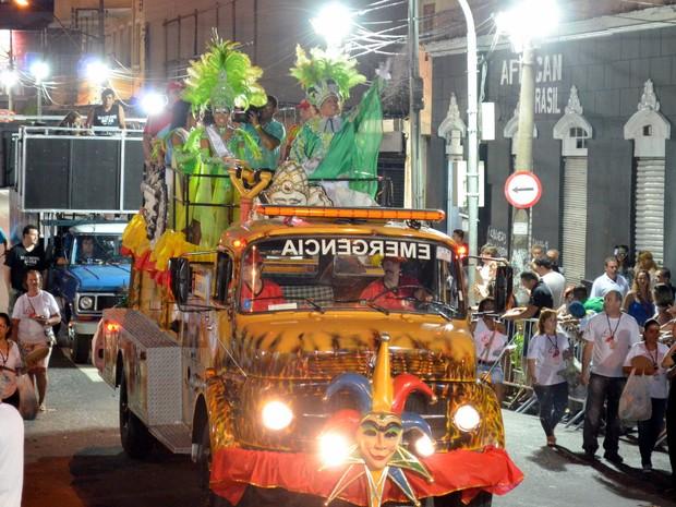 6b37af3869e Realeza do carnaval de Piracicaba abriu a festa após apresentação do Afoxé  (Foto  Araripe