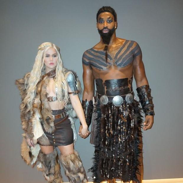Khlóe Kardashian e Tristan Thompson fantasiados de personagens de Game of Thrones  (Foto: Reprodução/Instagram)