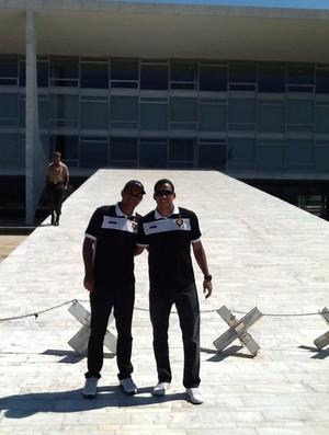 Diego Alves e Wedson Pipoca em Brasília (Foto: Arquivo Pessoal/Facebook)