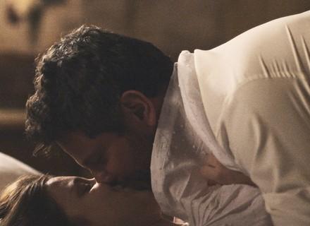 Cecília e Augusto passam a noite juntos