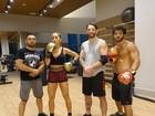 Duda Nagle exibe tanquinho em dia de treino de boxe com Sabrina Sato