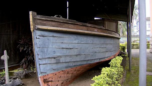Embarcação de madeira no Museu do Porto (Foto: Reprodução/TV Tribuna)