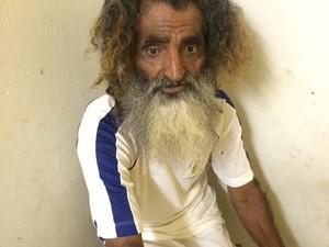 Conhecido como Bin Laden, homem de 56 anos disse que pé de maconha de 3 metros é para uso próprio (Foto: Marcial Lima / TV Mirante)