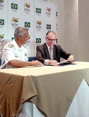 Carlos Nuzman assinatura convênio Marinha (Foto: Leonardo Filipo)