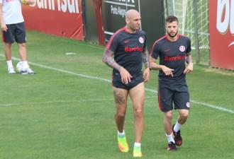 Ariel, Nico e Fernando Bob em treino físico no Inter  (Foto: Tomás Hammes)