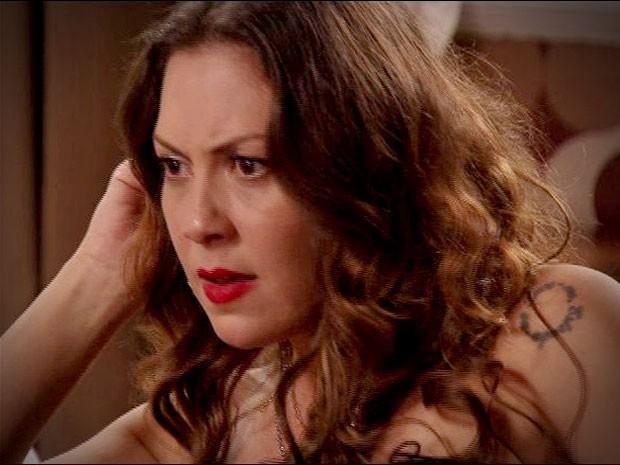 Olenka descobre que Suelen não está grávida (Foto: Avenida Brasil / TV Globo)