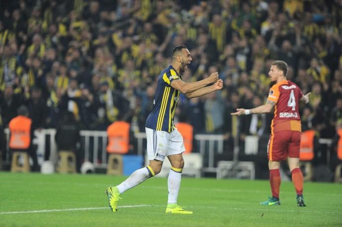 souza, fenerbahçe x galatasaray (Foto: Divulgação / Fenerbahçe)