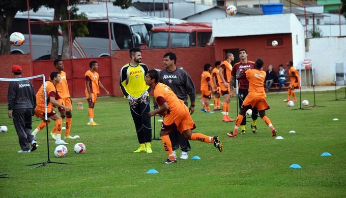 Moacir Júnior participou de atividade descontraída no último treino antes da viagem para Belo Horizonte (Foto: Régis Melo)