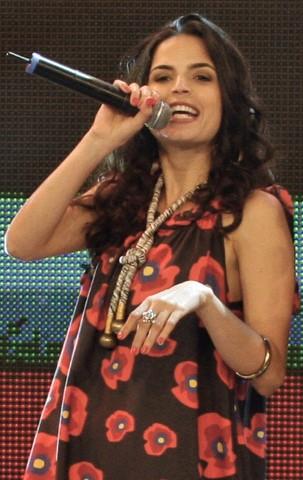 Emanuelle Araújo como vocalista da Banda Moinho (Foto: Rafael França/Globo)