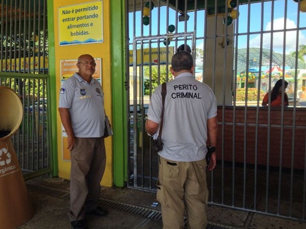 Peritos criminais visitaram o Mirabilândia na manhã do sábado (28) para investigar acidente (Foto: Kety Marinho/TV Globo)