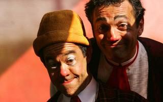 """Os palhaços Padoca (Fernando Sampaio) e Agenor (Domingos Montagner), que formavam a dupla """"La Mínima"""", do Circo Zanini (2005) (Foto: Jefferson Coppola/Folhapress )"""