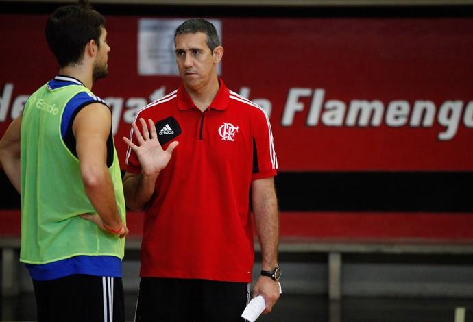Laprovittola e José Neto Basquete Flamengo (Foto: Reprodução / Site Oficial Flamengo)