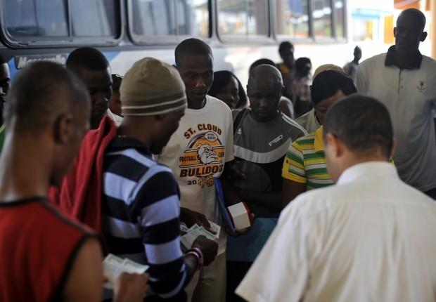 Imigrantes haitianos que chegam ao Brasil (Foto: Marcello Casal Jr./ABr)