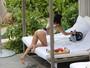Kourtney Kardashian usa biquíni cavadão durante férias no Havaí