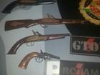Suspeitos abandonam armas de colecionador no Gama, no DF