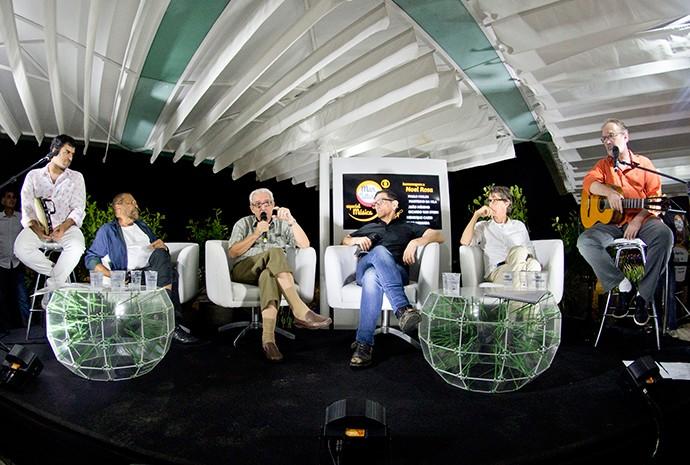 A primeira edição do projeto homenageou Noel Rosa. O encontro teve a participaçaõ de Martinho da Vila e Paulo Micklos como mediador (Foto: Divulgação)
