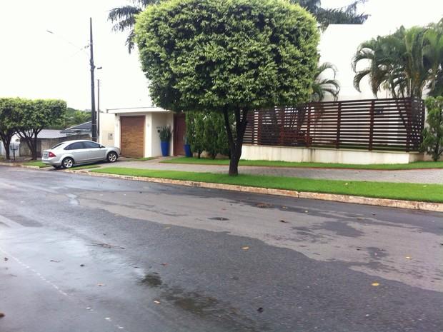 Agentes da PF apreenderam documentos na casa de Odair Geller (Foto: Tiago Camilo/ TV Centro América)
